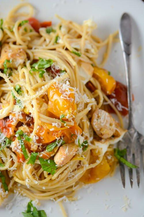 roasted tomato, chicken and mozzarella pasta - www.scalingbackblog.com