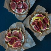 No Bake Summer Fig Tart - these little tarts are vegan and gluten-free and perfect for hot weather.