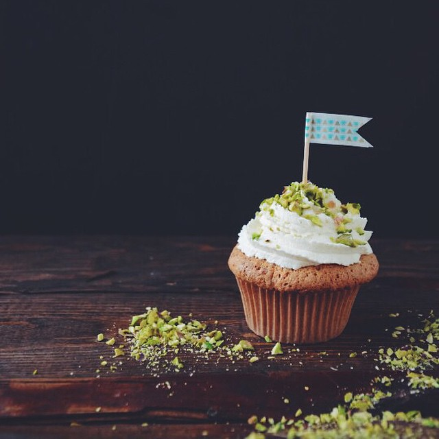 The blog has a brand new look today so let's celebrate with cupcakes! #scalingback #vscocam