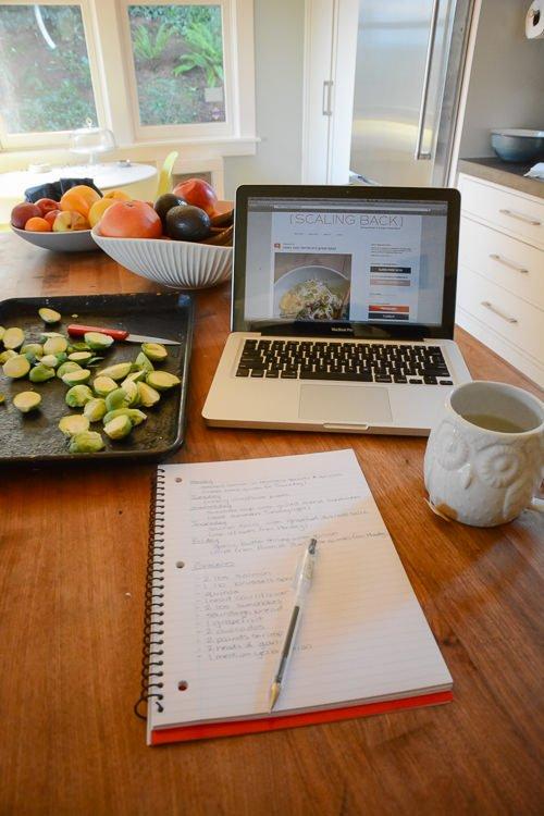 simple meal planning - www.scalingbackblog.com