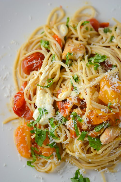 roasted tomato, chicken and mozzarella pasta - www.scalingbackblog.com