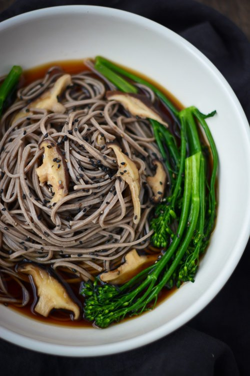 buckwheat soba noodles with broccolini and shitakes - www.scalingbackblog.com