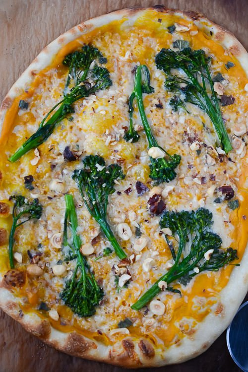 butternut squash and broccolini pizza -turntable Tuesdays -  www.scalingbackblog.com