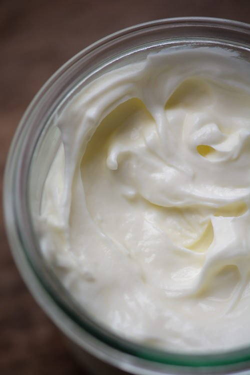 homemade yogurt - make your own yogurt at home for less with no preservatives and flavorings - www.scalingbackblog.com