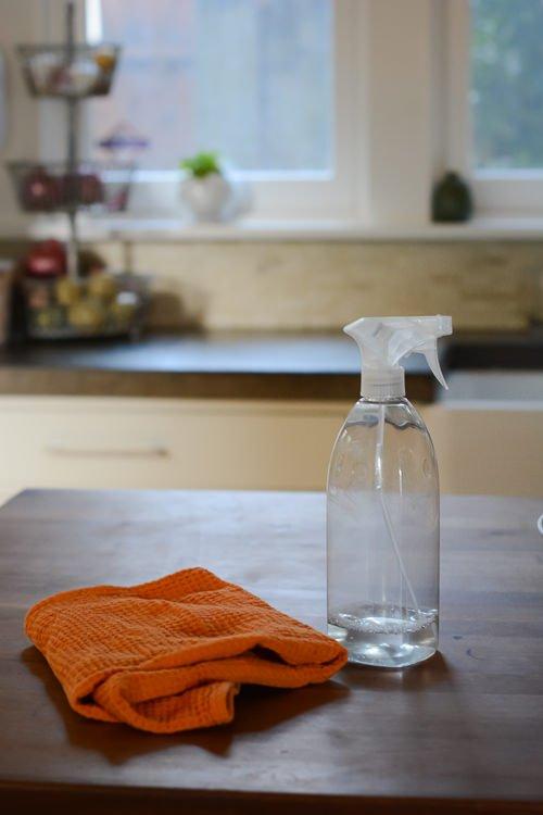 minimal mondays: spring cleaning 101 - www.scalingbackblog.com