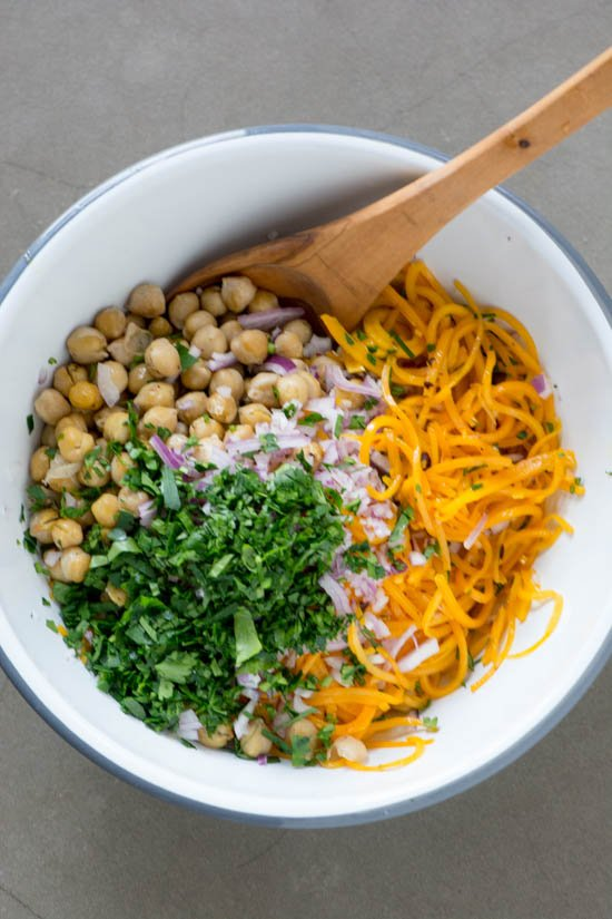 Butternut squash noodles with creamy miso tahini sauce - Vegan and ready in less than 30 minutes