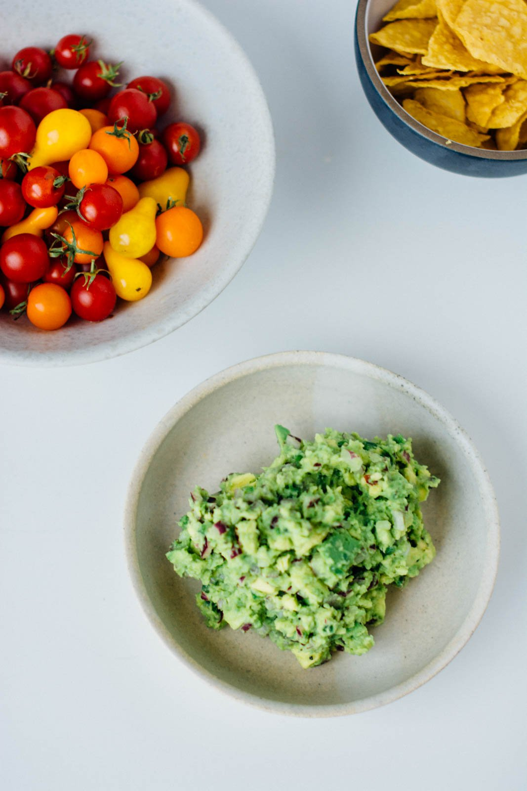 Perfectly simple guacamole | www.scalingbackblog.com