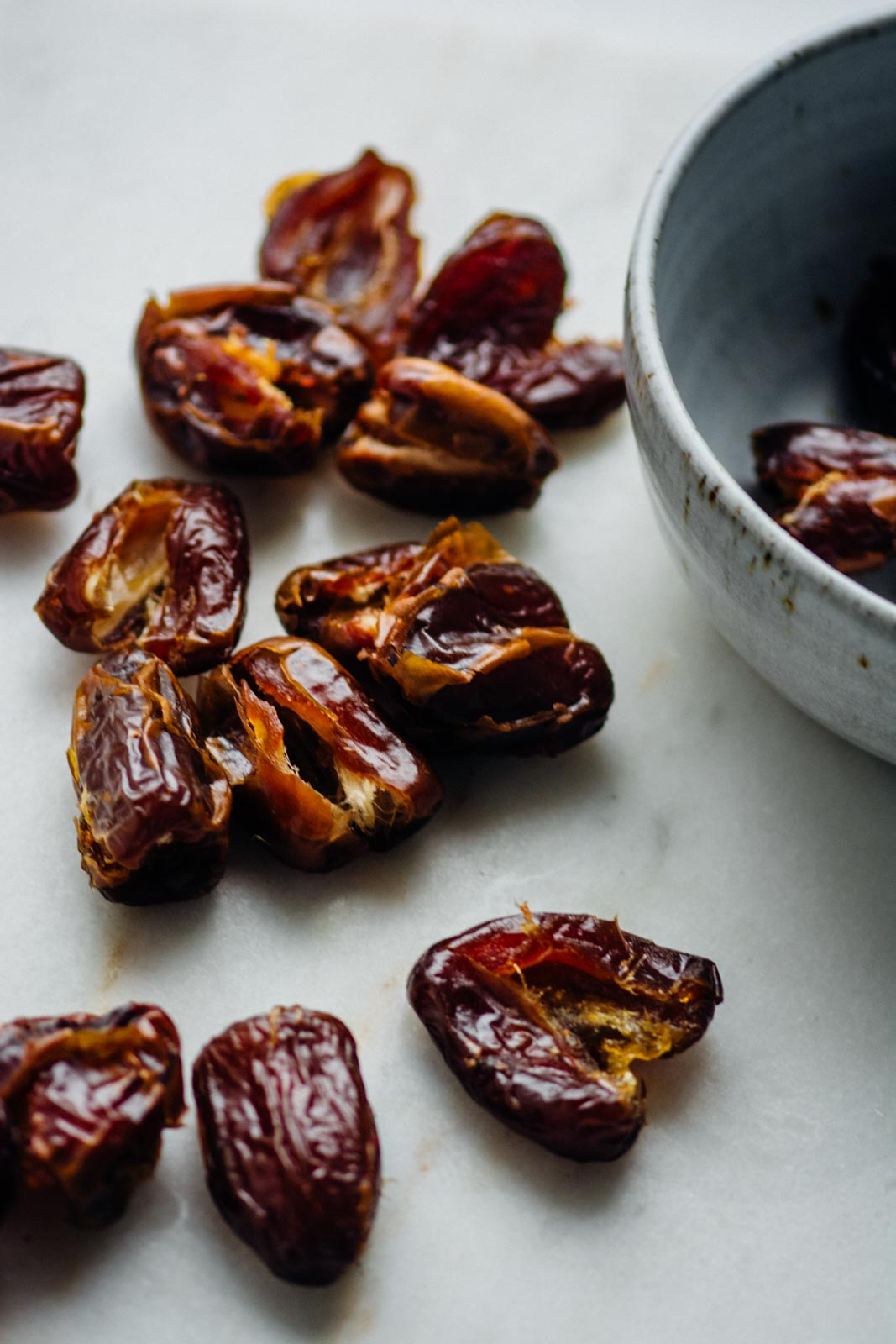 salted date caramel, vegan, paleo and refined sugar free | www.scalingbackblog.com