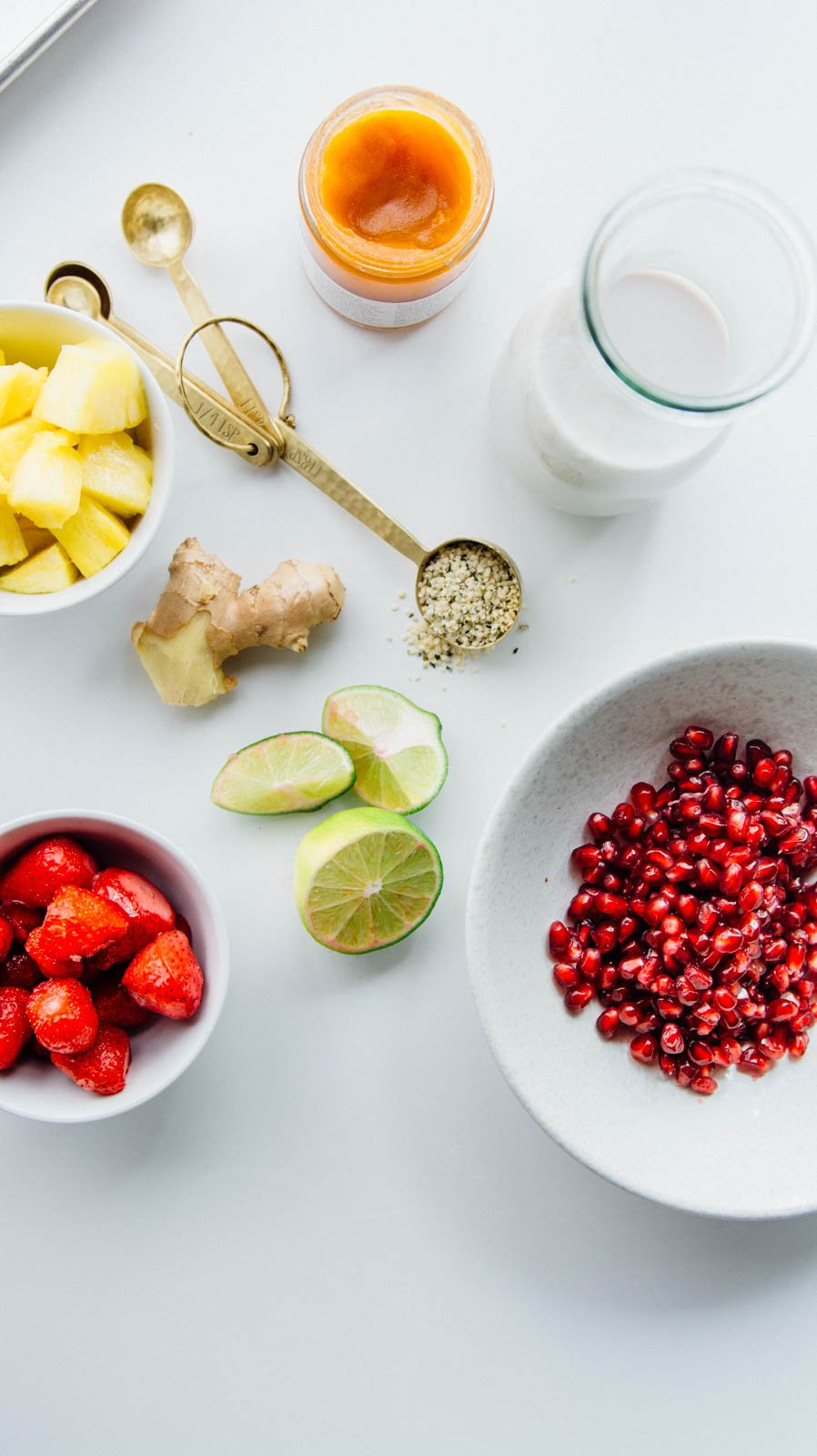 Pomegranate, pineapple and hemp smoothie + a January reset | www.scalingbackblog.com