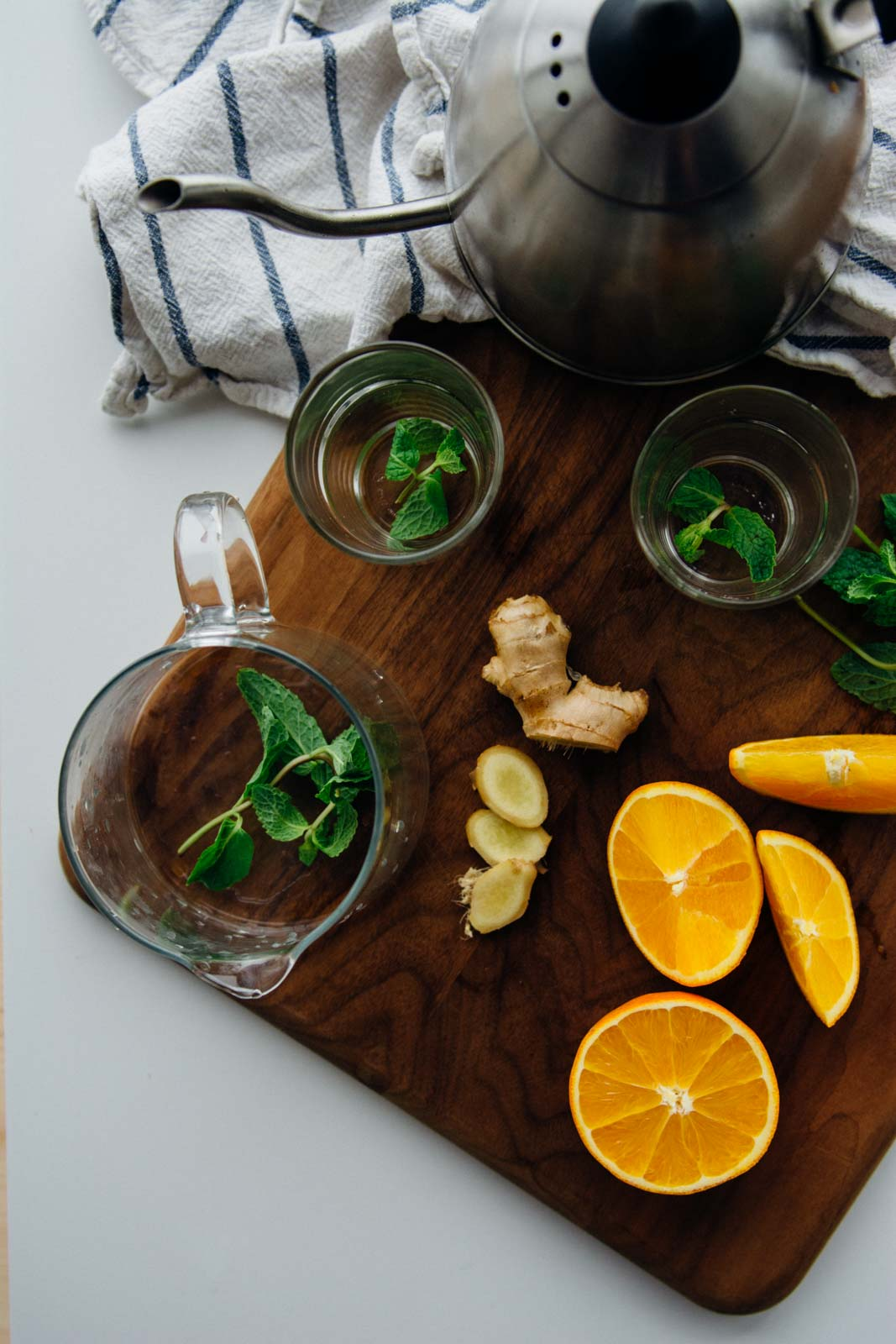 Detoxifying ginger mint orange tea {New Year Reset Day 13} | www.scalingbackblog.com