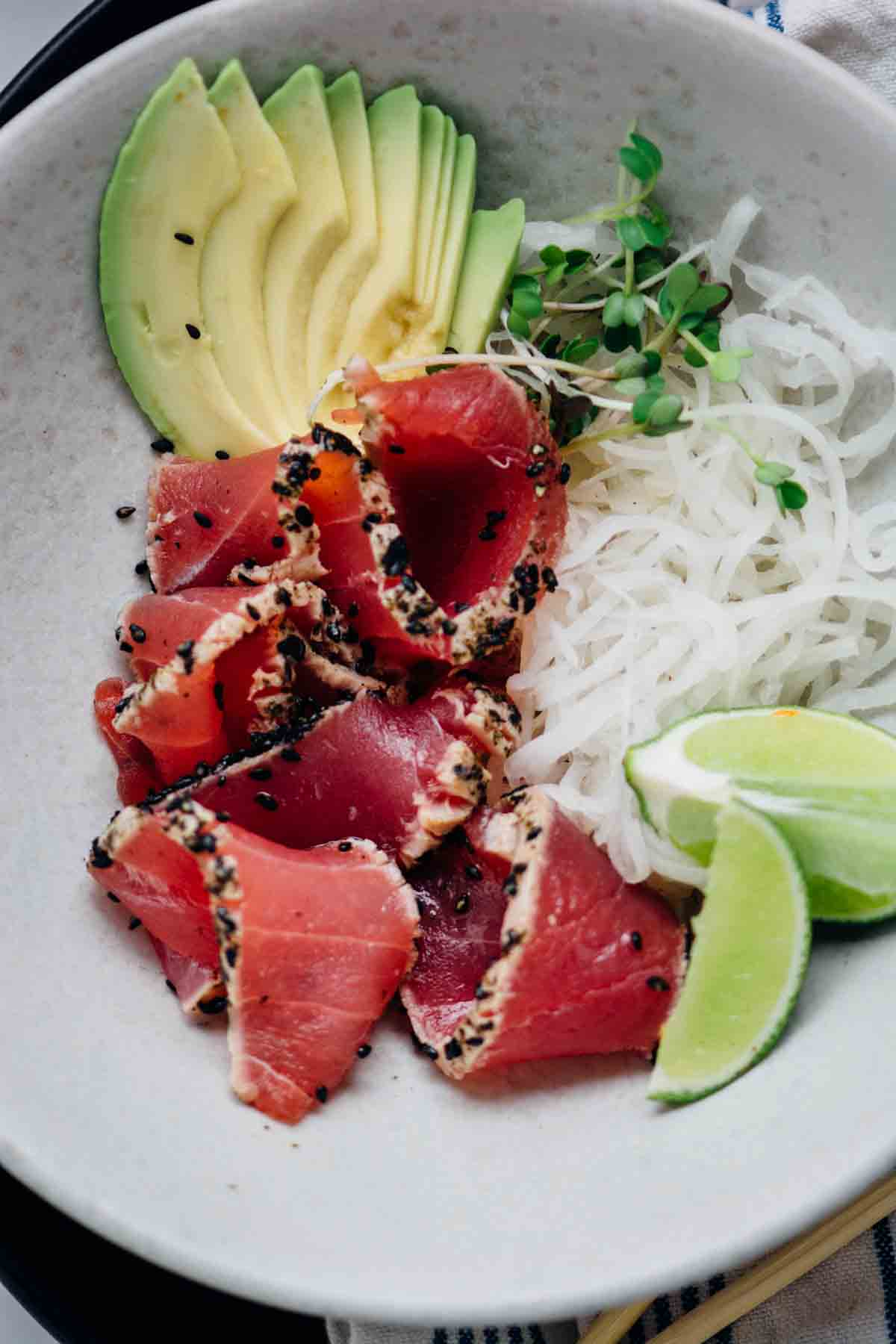 sesame and nori crusted ahi tuna {new year reset day 26} | www.scalingbackblog.com