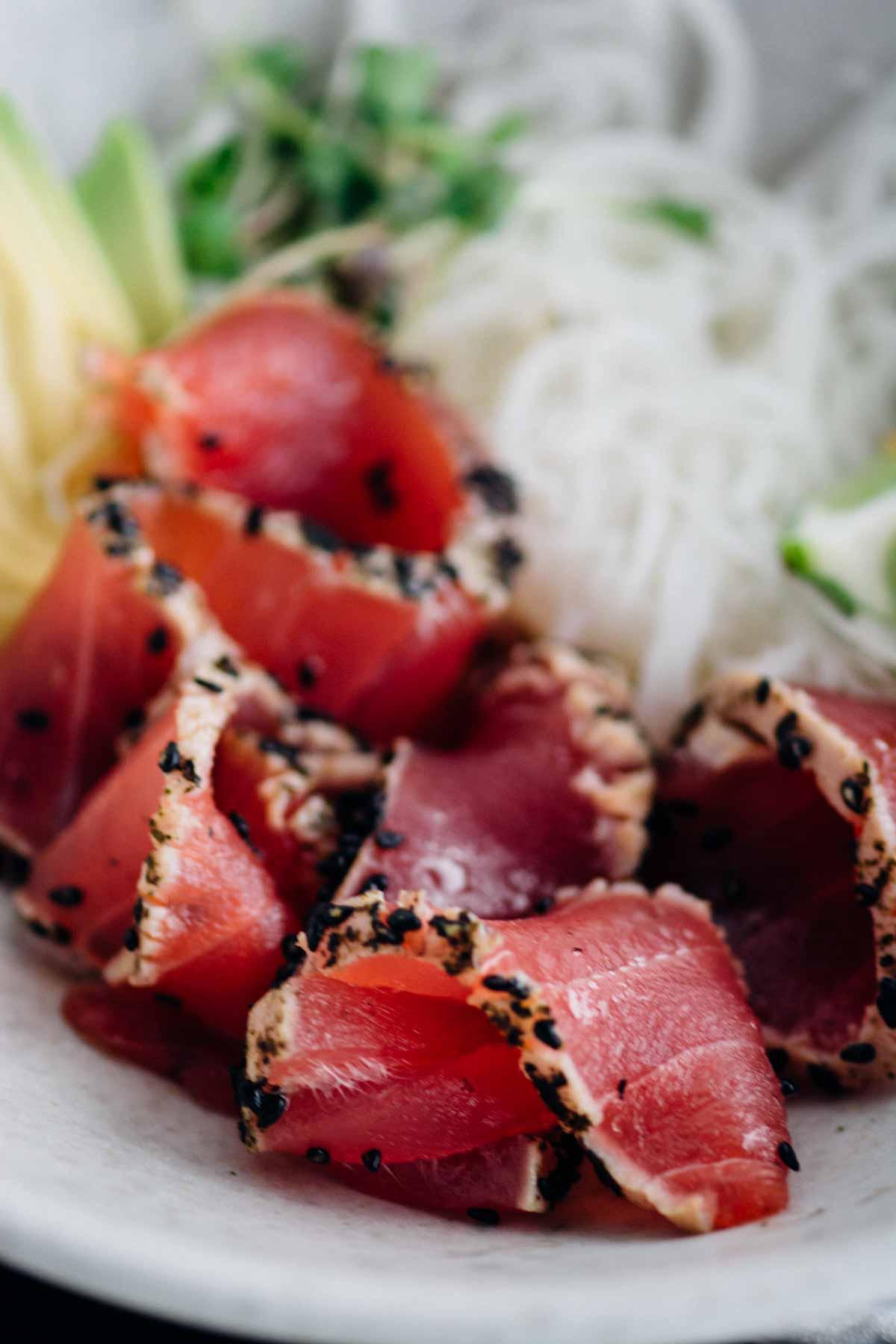 sesame and nori crusted ahi tuna {new year reset day 26} | www.scalingbackblog.com