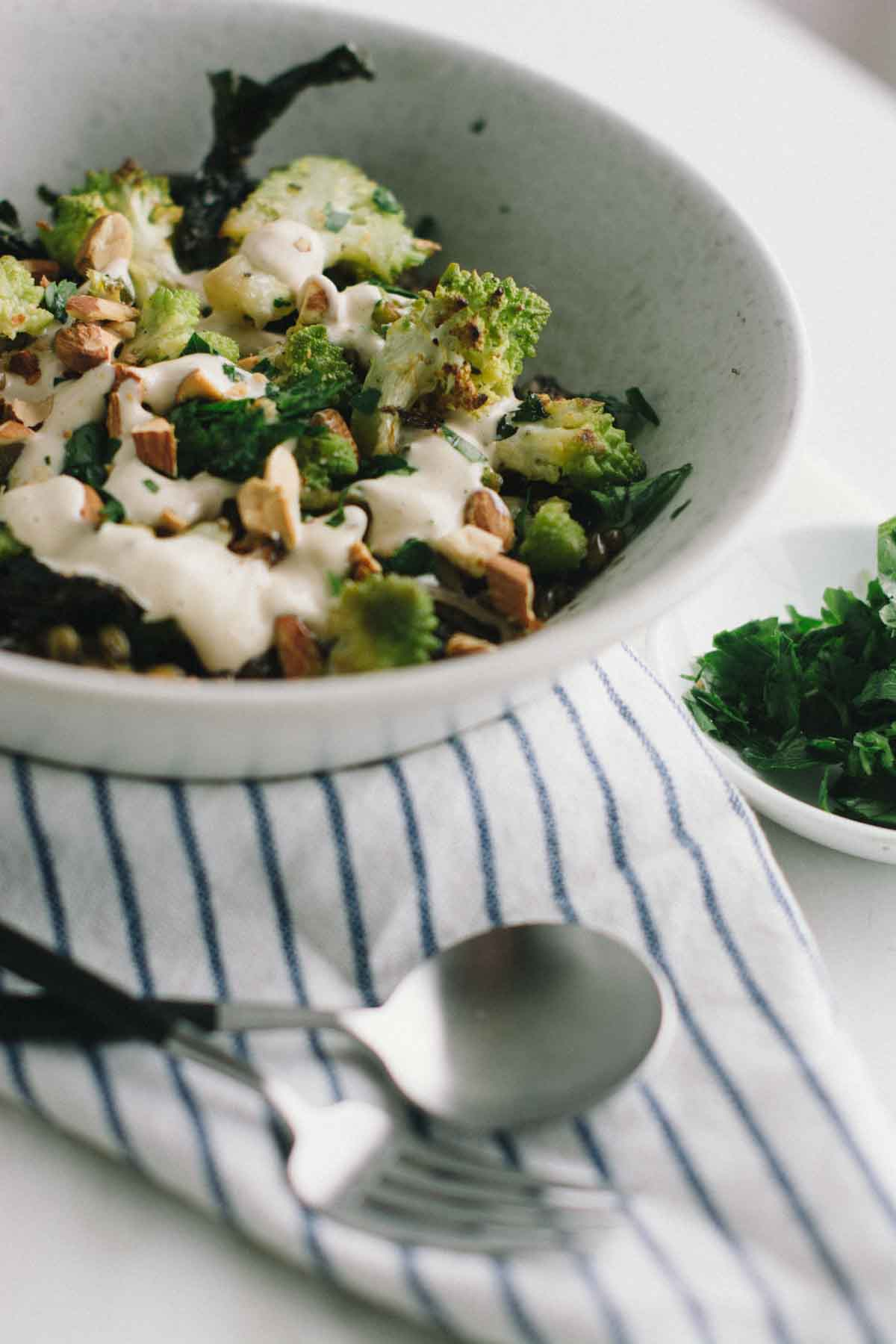 Freekeh romanesco bowl with smoky lemon cashew sauce | www.scalingbackblog.com