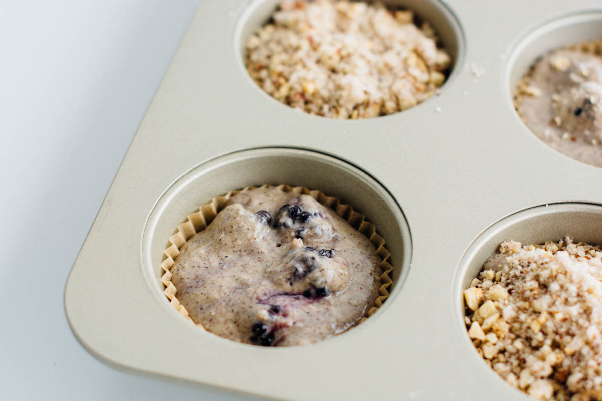 hazelnut blackberry muffins | www.scalingbackblog.com