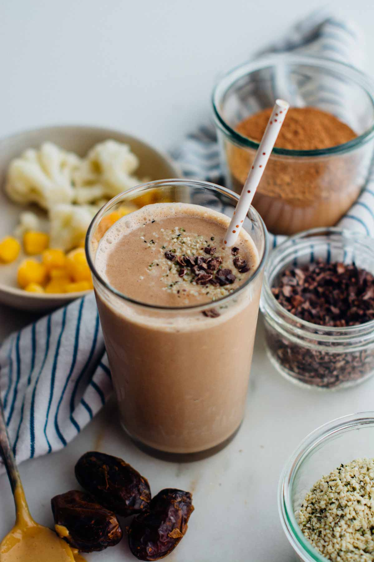 Energizing maca chocolate smoothie | www.scalingbackblog.com