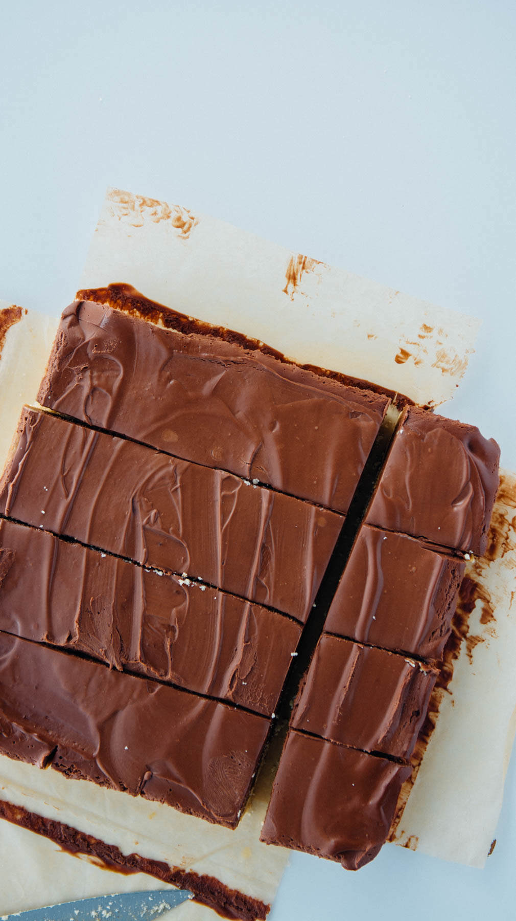 no-bake dark chocolate Twix bars (vegan, paleo and gluten-free) | www.scalingbackblog.com