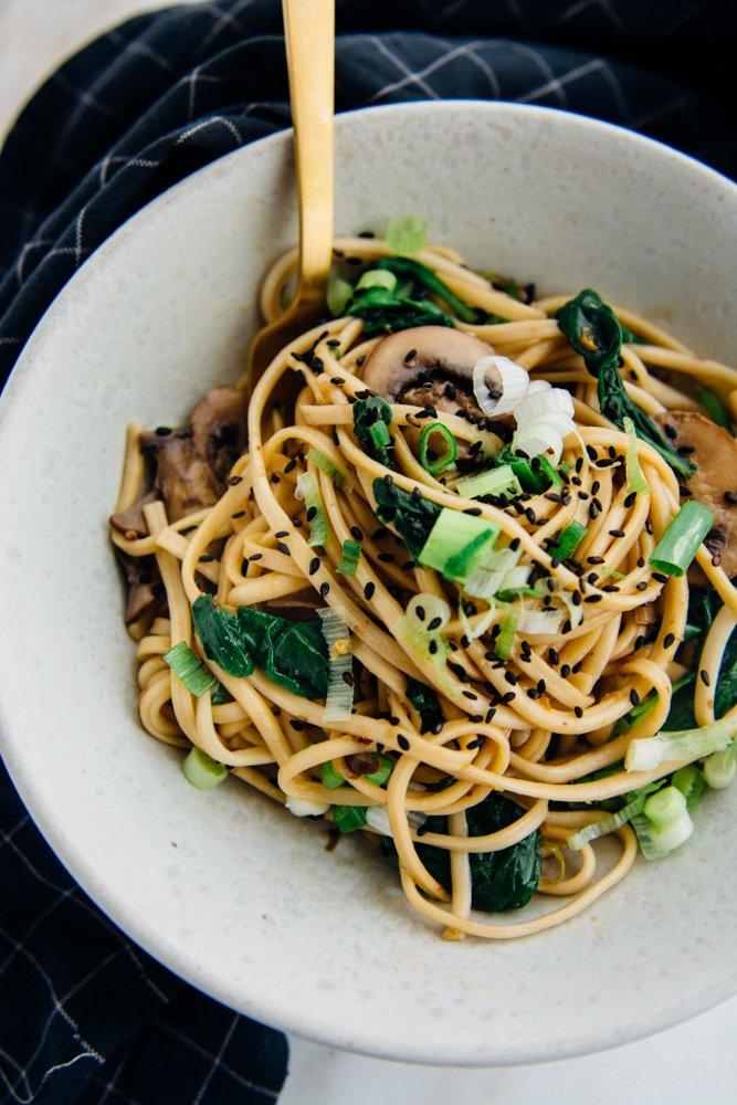 30 minute gingered sesame noodles | www.scalingbackblog.com